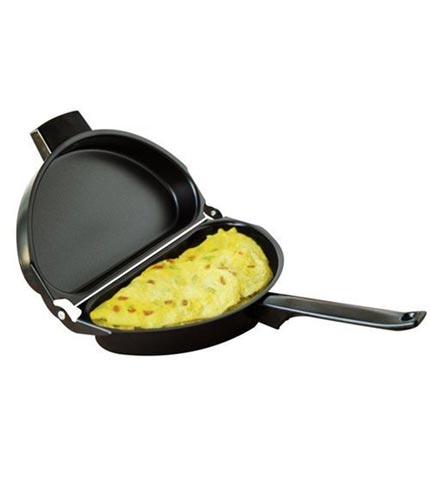 folding-omelette-pan